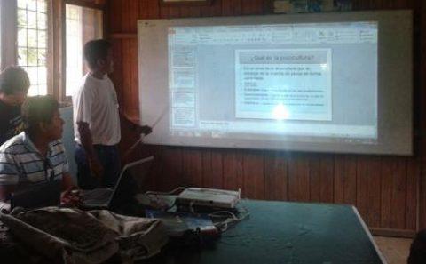 Estudiantes de la línea de ictio fauna compartieron experiencias en el colegio Sarayaku