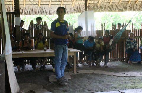 Taller de motivación con los jóvenes de la historia del Pueblo de Sarayaku