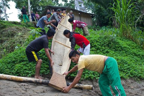 La Canoa de la vida, empezó su viaje en el rio Bobonaza.