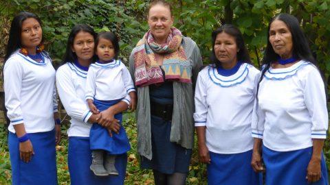 Mujeres del Pueblo de Sarayaku concientizan a la poblacion europea sobre  la importancia de preservar la Selva amazónica y la Naturaleza.