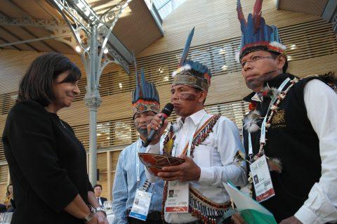 Un delegación de Sarayaku presidida por Félix Santi presidente de Sarayaku fue invitado como gobierno territorial indígena.