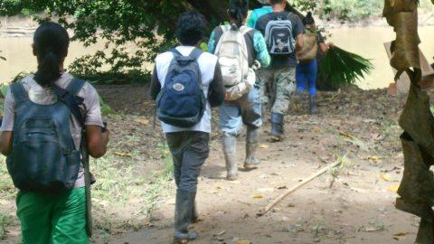 Los expedicionistas del Gran camino de Flores Sisa ñampi y Kaskirunas partieron esta mañana hacia los distintos puntos del territorio de Sarayaku para dar mantenimiento a los espacios de frontera de vida.