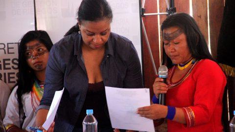 Visita de la ministra de central de riesgo Alexandra Ocles al Pueblo de Sarayaku